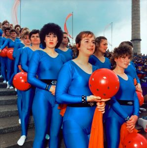 Ausstellung Geschlossene Gesellschaft / Berlinische Galerie, Pfingsttreffen der FDJ (Freie Deutsche Jugend),Showveranstaltung im Stadion der Weltjugend, Ost-Berlin, Juni 1989, DDR#whitsun meeting of FDJ (Free Democratic Youth), East-Berlin, June 1989, GDR